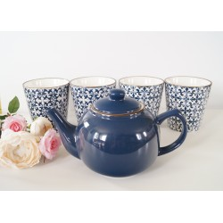 Stylish Mosaic blue and white Decorative mugs set of 4 and teapot